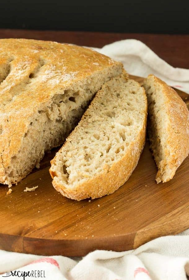 Whole Wheat No Knead Bread: Hearty, chewy, no knead bread that comes together in minutes! Sits on the counter to rise and bakes up with a perfectly golden crust, great for dipping. So easy! 4 ingredients. www.thereciperebel.com