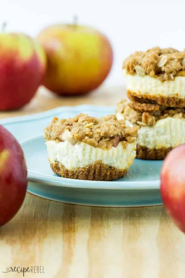 Mini Fruit Crisp Cheesecakes: Mini cheesecakes topped with apples, peaches, or other fruit and crunchy streusel: one of my favorite fall recipes and cheesecake combined! www.thereciperebel.com