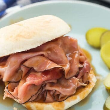 Sweet, smoky ham in an easy homemade barbecue sauce that you can whip up in 10 minutes! Beat the dinner time rush with this quick, flavorful meal! Includes step by step recipe video.   easy recipe   easy dinner recipe   slow cooker   crockpot   barbecue