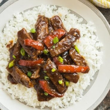 This Slow Cooker Mongolian Beef is so quick and easy -- throw everything in the crockpot and let it cook! Tender strips of steak, covered in a rich, dark sauce full of Asian flavours with a touch of sweetness. #slowcooker #crockpot #beef #mongolian #aisain #chinese