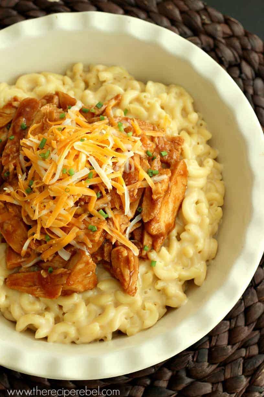 BBQ Chicken Mac n Cheese | www.thereciperebel.com