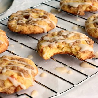 Maple Glazed Apple Crisp Cookies: the perfect combination of flavours and textures, in an easy cake mix cookie! Perfect for holiday baking! www.thereciperebel.com
