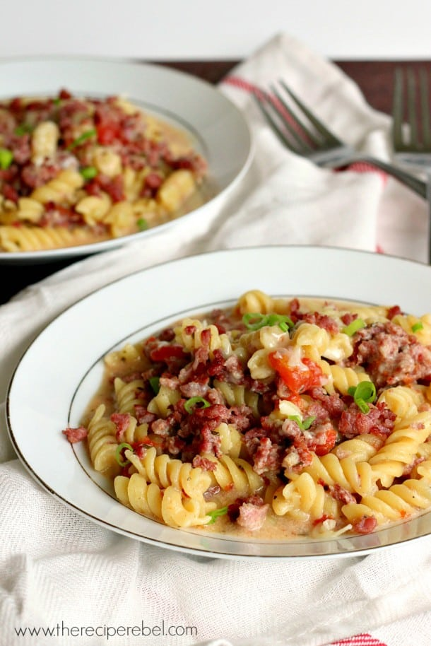 One-Pot Sausage, Tomato and Pesto Pasta: the perfect solution to the weeknight dinner rush!