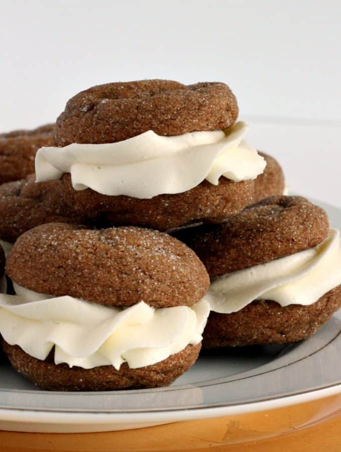 White Chocolate Gingersnap Oreos: the perfect smooth, spicy, creamy combination for the holidays! www.thereciperebel.com
