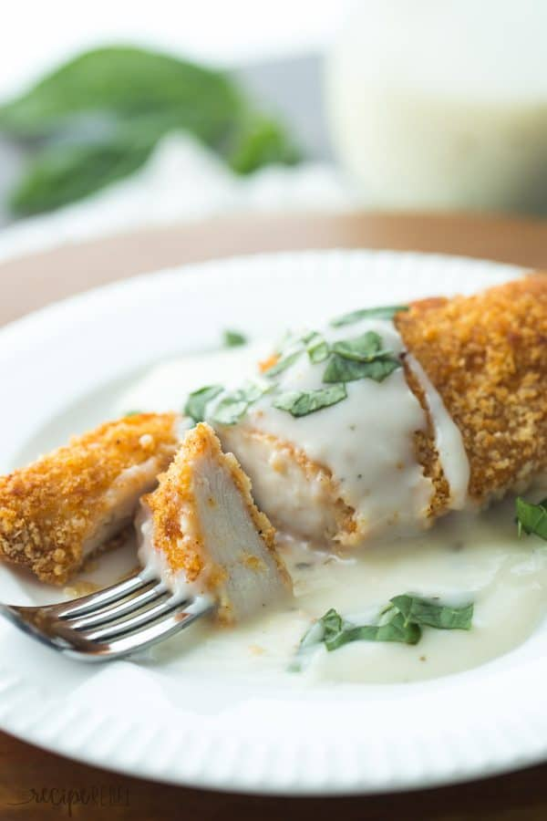 Homemade Dinner Recipes - Chicken With Basil Cream Sauce | Homemade Recipes http://homemaderecipes.com/bbq-grill/what-to-cook-for-dinner-tonight