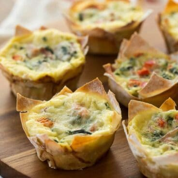 Wonton wrappers make these mini wonton quiche so quick and easy! The perfect appetizer for holidays, brunch, or brinner!