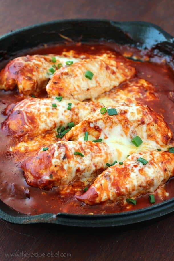 Easy Skillet Chicken Parmesan: comes together so quickly in just one skillet. Serve with a side of pasta for the perfect weeknight meal! www.thereciperebel.com