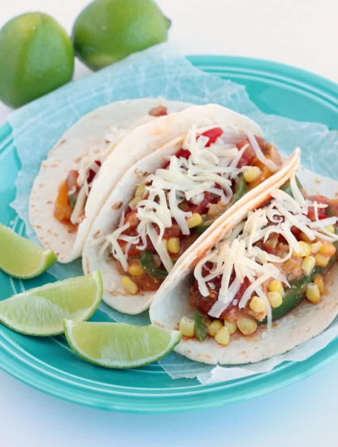 Monterey Chicken Fajitas: an easy, flavorful dish that's perfect for weeknights! www.thereciperebel.com