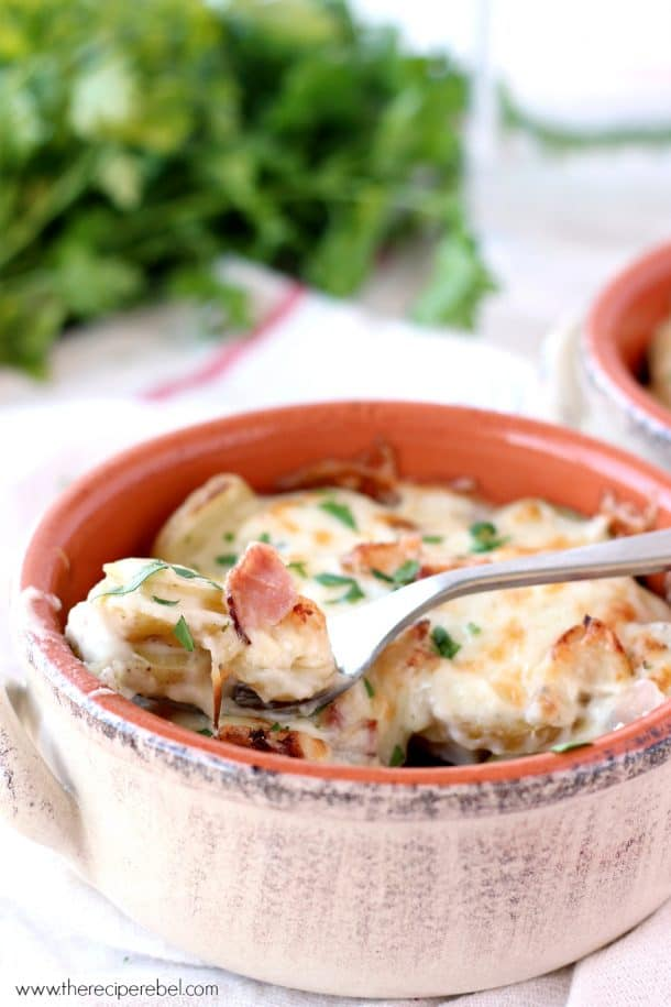 Chicken Cordon Bleu Scalloped Potatoes: layers of creamy potatoes, chicken, ham, all sauced up and covered in cheese! The BEST scalloped potatoes I've ever had! www.thereciperebel.com