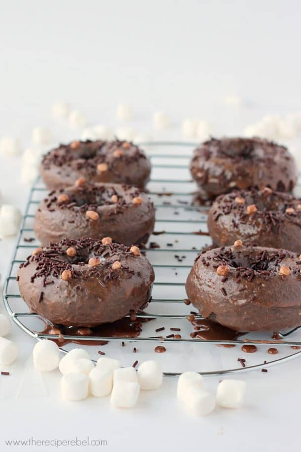 Mexican Hot Chocolate Baked Doughnuts: fudgy chocolate doughnuts with cinnamon and cayenne. A sweet treat with a hint of spice -- perfect for your Mexican fiesta! www.thereciperebel.com