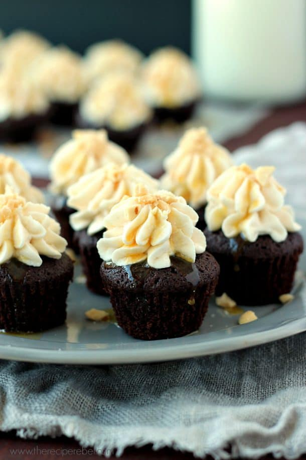 Snickers Brownie Bites: mini brownies topped with peanut butter frosting, caramel and salted peanuts -- an epic combination! Freezer-friendly www.thereciperebel.com