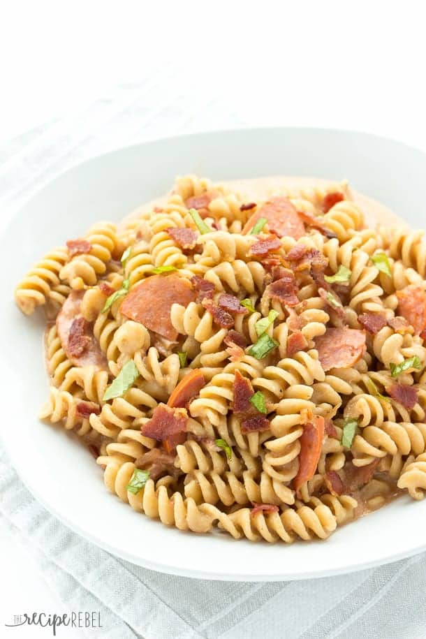 one pot pizza mac and cheese made with rotini pasta and topped with pepperoni and bacon