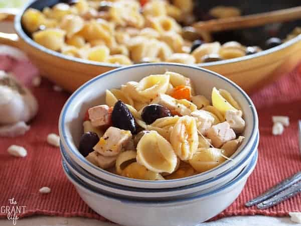 Everything you need for the week ahead: dinners, breakfast and dessert! Including recipes for Nacho Potato Soup, Cheesy Roasted Pepper Tacos, Sesame Chicken, Greek Pasta Skillet, Bacon Double Cheeseburger Pizza, Blueberries 'n' Cream Pancakes and Fig and Chocolate Chip Cookie Sandwiches!