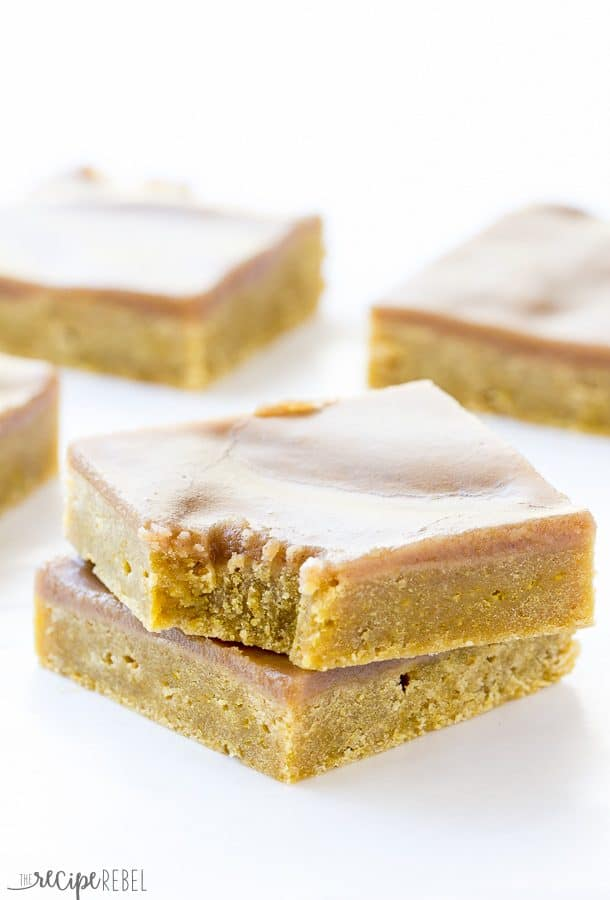Pumpkin Spice Latte Blondies: Perfectly dense, rich pumpkin blondies covered in a coffee and spice brown sugar glaze -- the perfect fall bar! Great for your Pumpkin Spice Latte cravings or a Thanksgiving dessert! www.thereciperebel.com