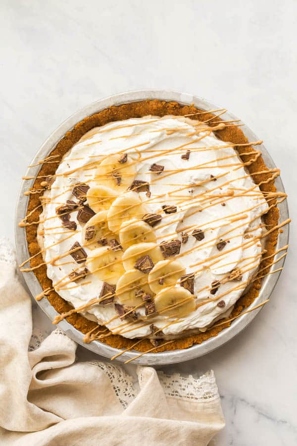 overhead image of no bake banana cream pie with peanut butter drizzle