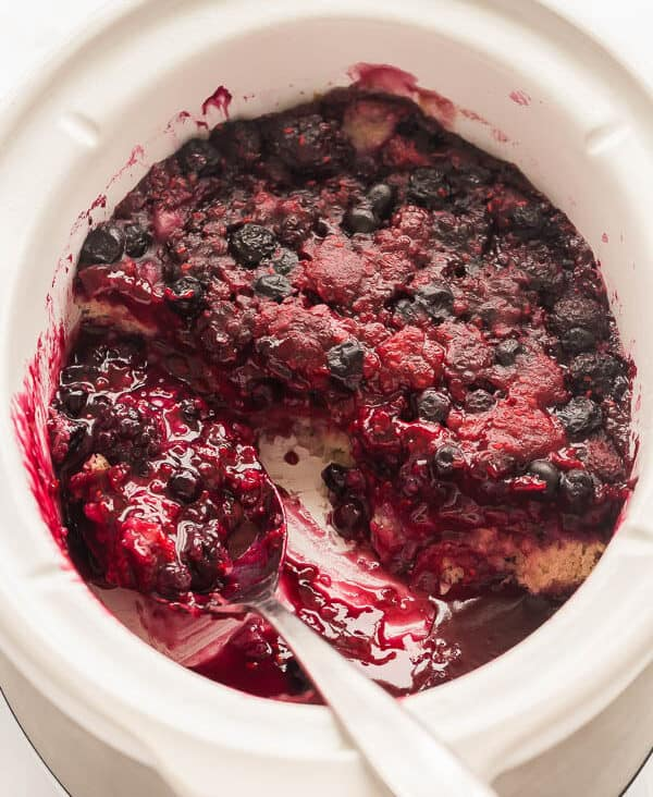 slow cooker berry cobbler in crockpot