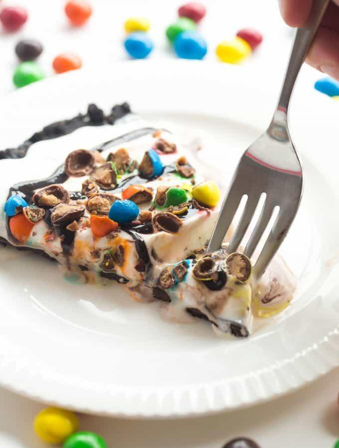 Frozen Ice Cream Dessert Pizza (Treatzza Pizza!)