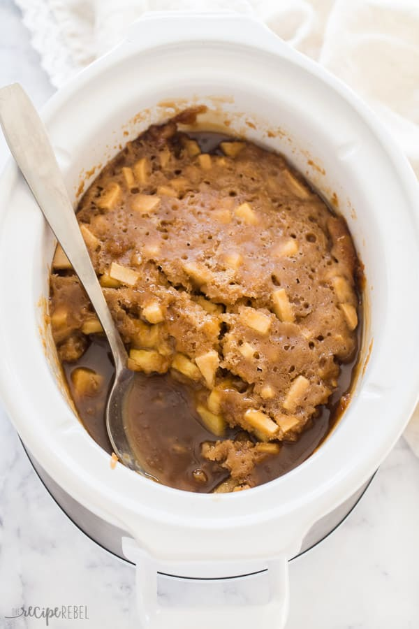 caramel apple pudding cake in slow cooker