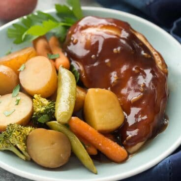 This Slow Cooker Honey Garlic Chicken and Vegetables is a new family favorite! It's sweet and savory and a complete one pot meal with chicken breasts, potatoes, broccoli and carrots and a homemade honey garlic sauce! Includes how-to recipe video. crock pot | crockpot recipe | easy dinner | chicken recipe | healthy recipe