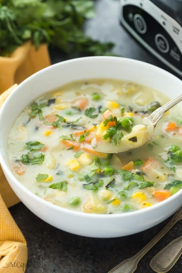 This Slow Cooker Creamy Vegetable Soup