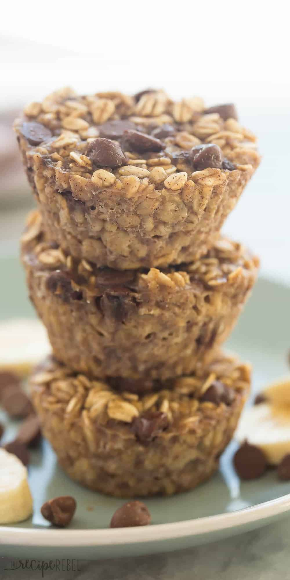 Banana Chocolate Chip Baked Oatmeal Cups -- 126 CALORIES -- an easy, healthy breakfast that is make ahead, freezer friendly, and packed with protein and fiber   easy recipe   healthy recipe   kid friendly