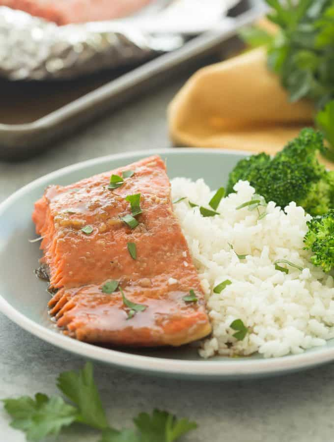 Honey Garlic Salmon in Foil (Oven or Grill) + RECIPE VIDEO