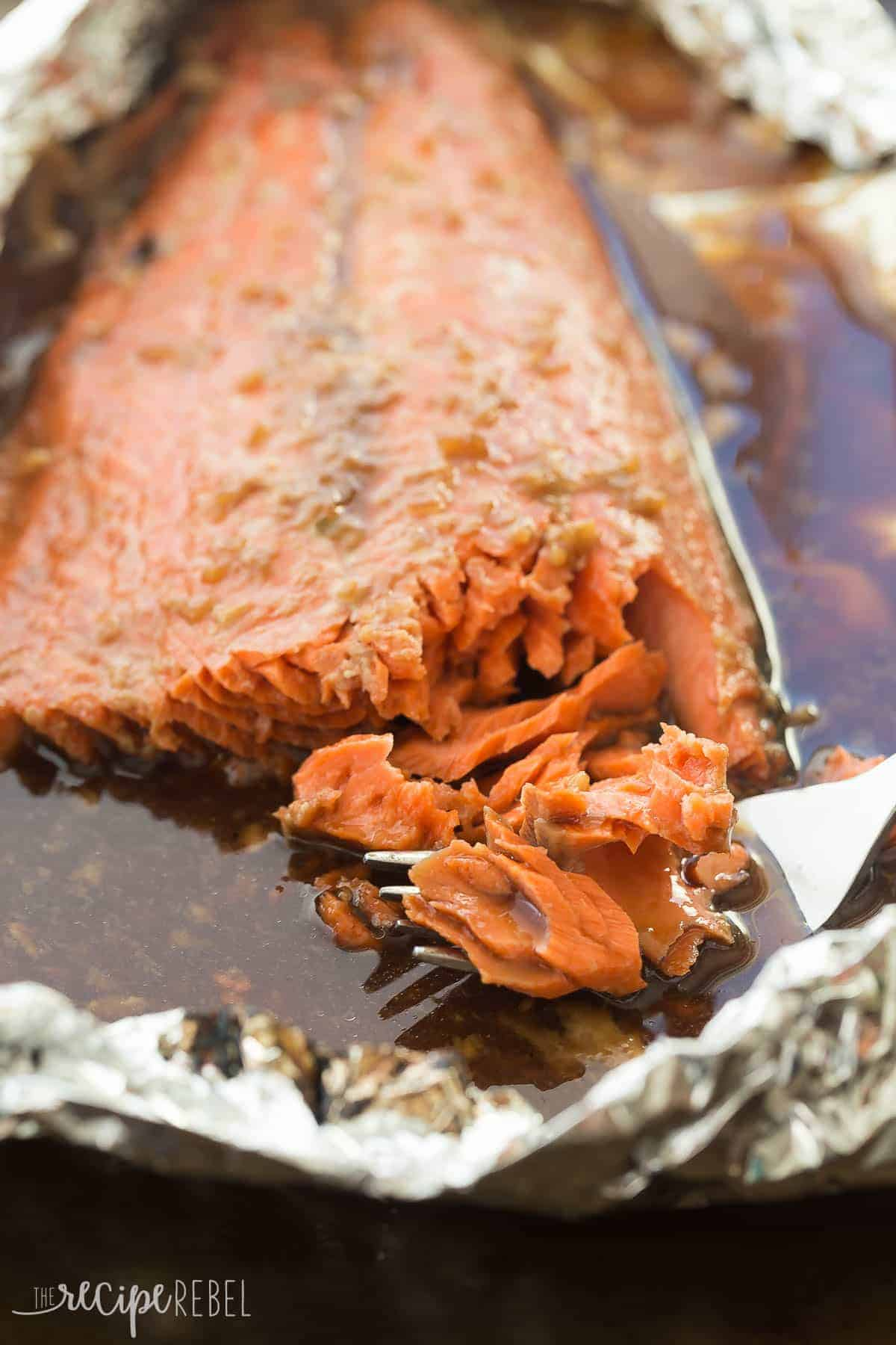 This Honey Garlic Salmon in Foil can be made in the oven or on the grill -- with just 5 ingredients and no dirty pans! It has a made from scratch honey garlic sauce that's also great on chicken, pork or beef. Includes how to recipe video. | seafood | fish | healthy | low calorie | diet