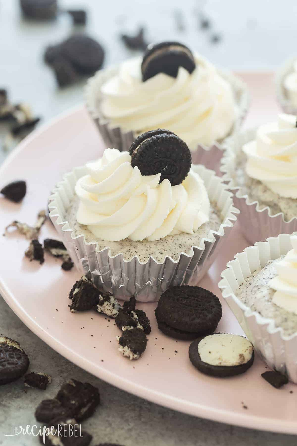 These No Churn Oreo Ice Cream Cupcakes are an easy, 4 INGREDIENT, no bake summer treat that's perfect for a party! Switch up the cookie flavors for your favorites, or use gluten-free sandwich cookies for an allergy-friendly dessert. Includes how to recipe video | no bake dessert | easy recipe