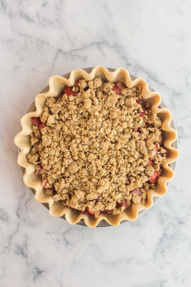 unbaked streusel topped strawberry pie