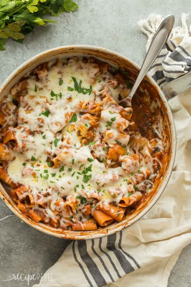 This One Pot Baked Ziti with Italian Sausage is full of flavor but easy on the dishes! It's made with turkey Italian sausage, spinach, tomato sauce and loaded with cheese -- the perfect weeknight dinner! Includes step by step recipe video. | easy recipe | easy dinner | healthy recipe | weeknight meal