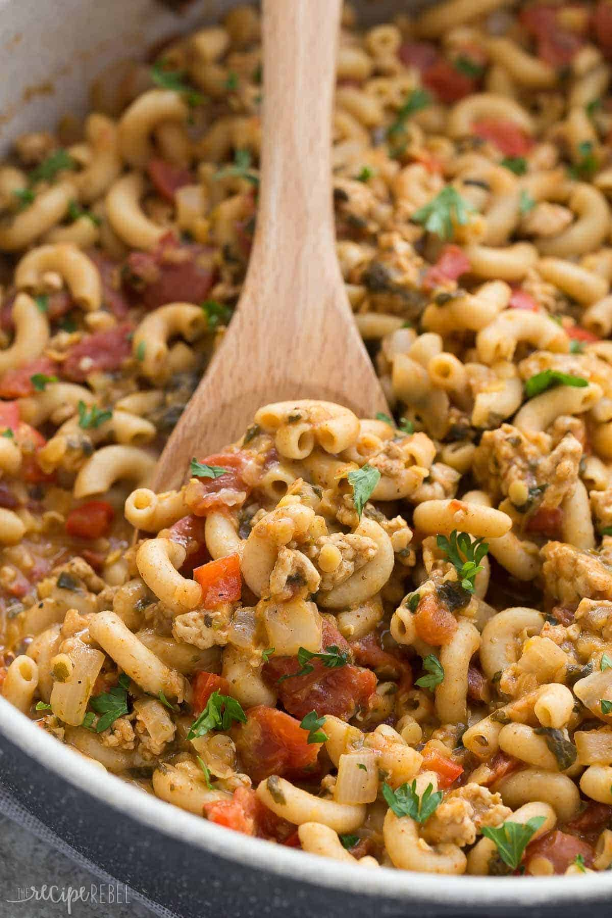 This One Pot Turkey Chili Mac is an easy, healthy weeknight dinner recipe that's made in just one pan! Loaded with vegetables and lentils for extra protein and fibre! Includes step by step recipe video. | one pot meal | one pan | healthy dinner | high protein | high fiber | ground turkey | pasta recipe | weeknight meal | 30 minutes