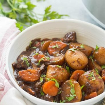 This Honey Balsamic Slow Cooker Beef Stew is full of flavor and couldn't be easier -- just throw everything in and let it cook! Loaded with veggies and thick honey balsamic sauce. Step by step recipe video. | slow cooker recipe | easy dinner recipe | healthy dinner recipe | fall food | soup | make ahead
