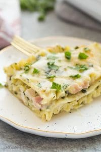 This White Chicken Lasagna with Ham and Spinach is the ULTIMATE comfort food! Made with a lighter Alfredo sauce, it's decadent enough for Thanksgiving or Christmas and still loaded with healthy ingredients. | dinner recipe | easy dinner recipe | chicken dinner | chicken recipe | cordon bleu | pasta recipe | leftover ham | leftover chicken | rotisserie chicken | healthier | low fat