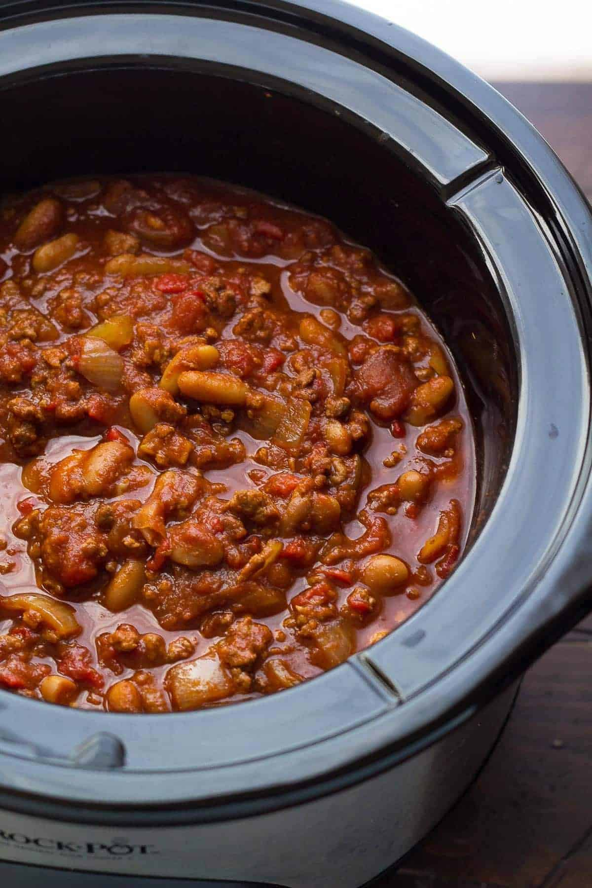slow cooker roasted red pepper chili in black crockpot