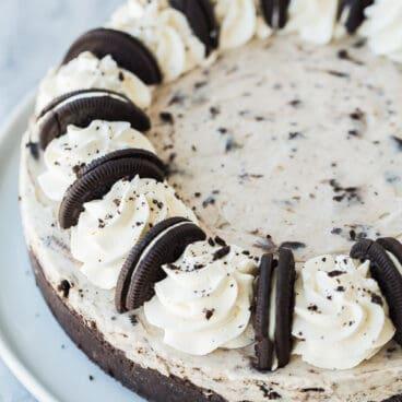 no bake oreo cheesecake whole on white plate