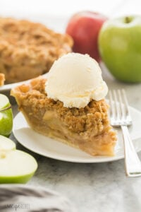 apple crumble pie with ice cream