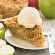 apple crumble pie with ice cream
