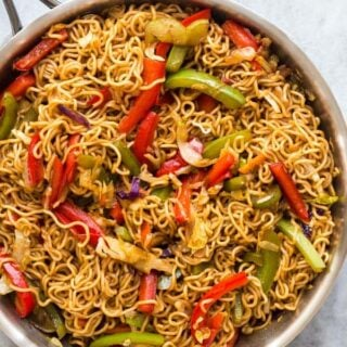 vegetable lo mein in pan