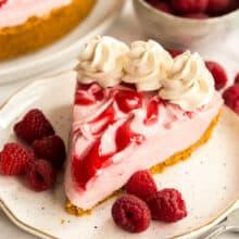 no bake raspberry cheesecake slice