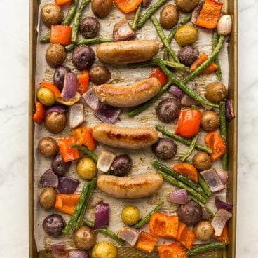 sheet pan sausage and potatoes with red pepper green beans and red onion