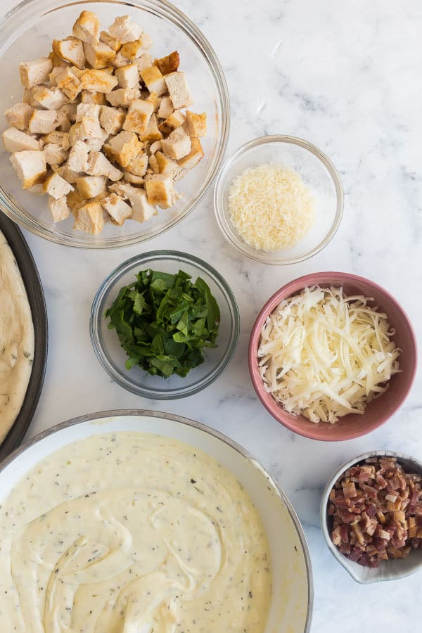 topping ingredients for chicken alfredo pizza