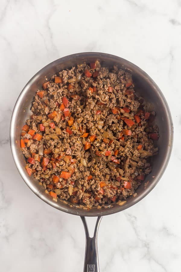 cooked ground beef onions and peppers in skillet