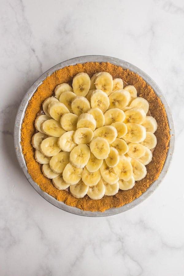 bananas layered in graham cracker crust